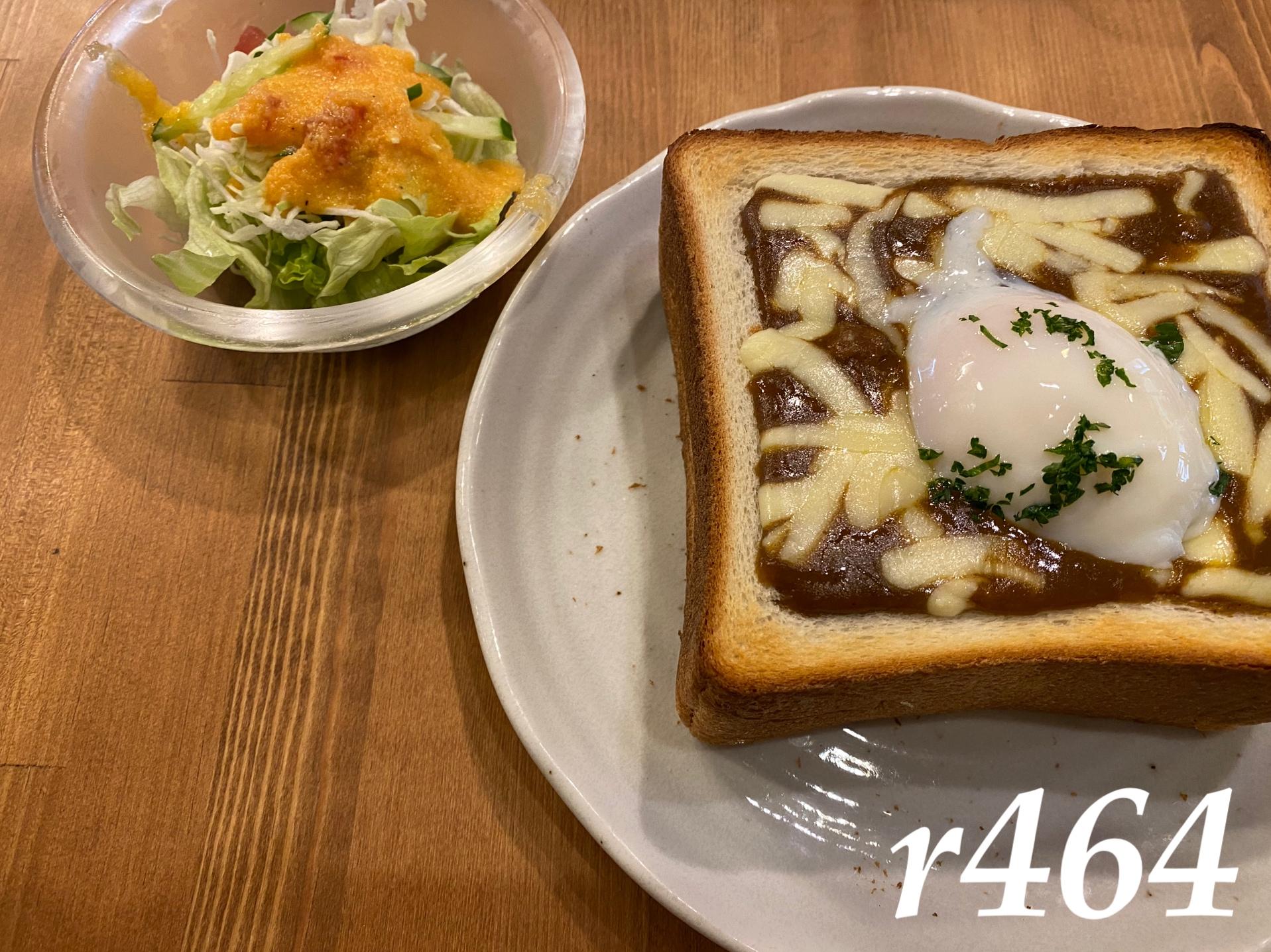 カフェ呂久呂のチーズカレー玉子トースト(千葉中央)